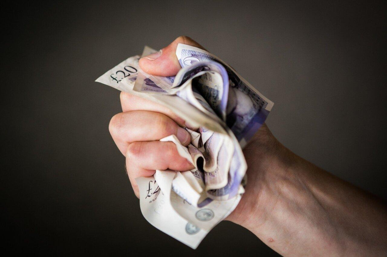 kaip galima užsidirbti pinigų užsienyje realus uždarbis be investicijų internete