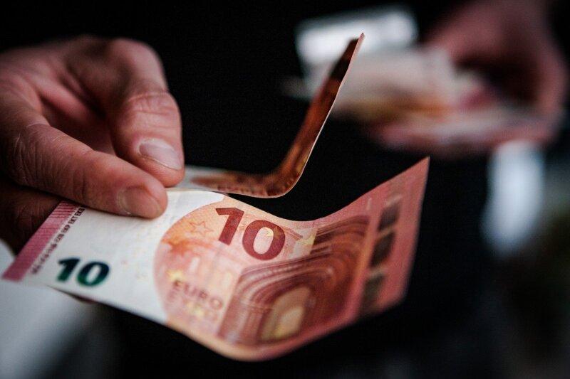 negali uždirbti pinigų darbe programos, kurios pačios uždirba pinigus
